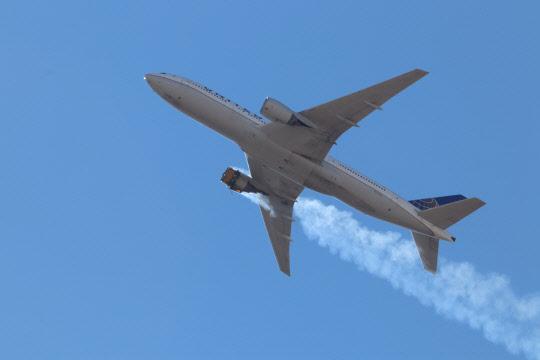 """보잉 """"고장난 엔진 계열 장착한 모든 777기 운항중단"""" 권고"""